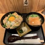138708560 - 親子丼と小きつねうどんセット('20/10/17)