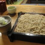 13871477 - 「冷やし舞茸天ぷらそば」(1000円)のそばアップ