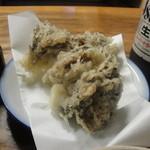 13871486 - 「冷やし舞茸天ぷらそば」(1000円)の舞茸天ぷらアップ