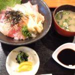 13871918 - 海鮮丼880円