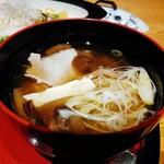 和食処 きくすい - 芋の子汁:二子さといもと白ゆりポーク使用