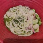 コトコトサリョウ - 空豆ジェノベーゼうどん 隠れてますがスープたっぷり