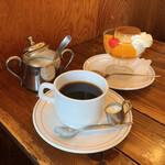ファントム - コーヒー(セット価格 税込200円) 自家製プリン(税込500円)