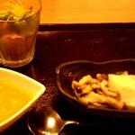 138716610 - 前菜(サラダ、人参スープ、ナムル?)