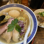 138736119 - 熟玉貝だし塩そば+ランチ飯(お肉煮込み) ¥990+100