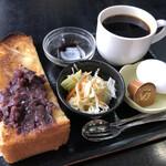 葵 - 料理写真:ホットコーヒー400円と小倉トーストのモーニング
