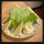 鶴亀 - チーズレタス 300円