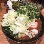 輝道家 - 料理写真:全部のせラーメン 1070円の中盛り 100円
