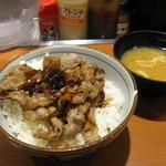 東京チカラめし - 酷い盛り付けの焼き牛丼