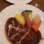 クリスティ - Aランチ920円 ハンバーグ ライスは多目なので少な目の注文にした方がよいかも。野菜が丁寧