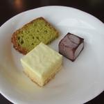 ベラフォレスタ - デザート(紅茶のパウンドケーキ・甘夏のレアチーズケーキ・チョコレート蕨餅)