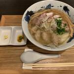 豚骨清湯・自家製麺 かつら - ワンタンチャーシューメン