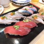 まわる寿司 博多魚がし - 秋の旬にぎりセット ¥940