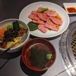焼肉 せんりゅう - 和牛味わいカルビ定食(1.5倍)(1500円+税)、ライスをミニビビンバにチェンジ(100円)
