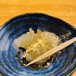 もつ唐と水炊きもつ鍋 由乃 - インスタフォロー特典の わらび餅