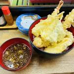 魚庭本店 - わぁ〜 この天ぷらの内容がまたすごいの!! 〆の天丼 天丼を真上から