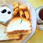 sandwich cafe うみねこ -