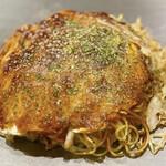 鉄板ベース 栗しん - お好み焼き 肉玉そば