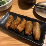 肉×魚×日本酒 照 - 鶏皮ぎょうざ 490円