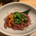 肉×魚×日本酒 照 - 牛のうにくユッケ 790円
