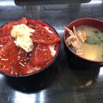 朝市新鮮広場うおすい - 生マグロ漬け丼600円 味噌汁100円