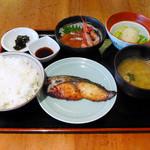 オホーツク美幌食堂 - さわらの西京焼きとサーモンと甘えびのお造り