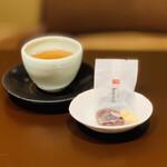 138821944 - 焙じ茶+お茶受け