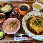 OHANA - 料理写真:日替わりランチA 天津飯+餃子 ドリン付き(税込¥950-)