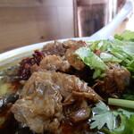 Karyuusankan - 牛肉の塊は、煮込まれている最中に脂が落とされて、既にコラーゲンの塊となっています。