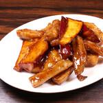 珉珉 - 豚肉とサツマイモの黒胡椒炒め
