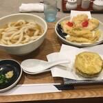 138847089 - 手前が天狗茄子の天ぷら。新城市が有名で豊橋市民にも馴染み有る品。