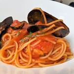 138850378 - ムール貝と、オリーブ、ケッパーのトマトソース(一番目のコース)
