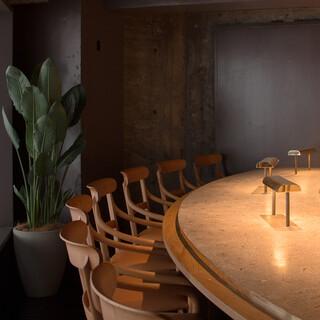 【シェフズテーブル】シェフを取り囲む8席だけのカウンター