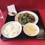 太閤園 - 料理写真:レバニラなんて最近食べてないでしょ?