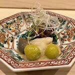 Haramasa - 北寄貝このわた掛け 極上の珍味のこのわた、口に拡がる磯の香りを楽しみつつ、北寄貝の甘味に塩気と旨味を重ねてきます♪