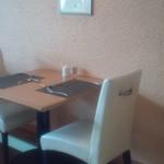 アコウキッチン - 2人用テーブル席