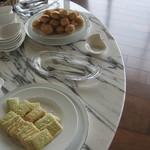 志摩観光ホテル ベイスイート - 同じくラウンジのお菓子類