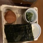 138873980 - 紀州梅、明石海苔、山芋のとろろ                         紀州梅はこれ以上ないほど立派な大きさ                         これ1個でご飯1杯いけます!