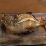 花小宿 - エビガレイの炭火焼 淡白なお味、骨が多くて食べにくい