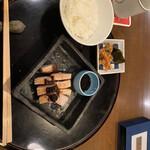 花小宿 - 豚の炭火焼、お漬物、ご飯