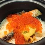 138876493 - 秋鮭と生いくらの土鍋ご飯+雲丹