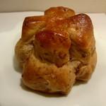 ゆめ酵母 ひげのぱん屋 - 料理写真:くるみパン