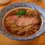 らぁ麺屋 はりねずみ - 料理写真:醤油らぁ麺(800円、斜め上から)