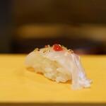 こい勢 - 鯛の昆布〆梅肉添え