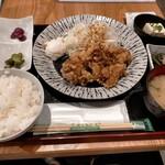 九州の旨かもん 旨か酒 くすお - くすお名物中津から揚げ定食880円