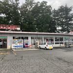 ドライブイン七輿 - 『ドライブイン七輿』店舗外観「自動販売機コーナー、ゲームセンター」