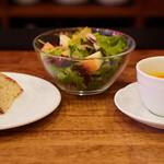 ミオバール - パン、りんごサラダ、スープ