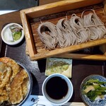 138888733 - 天丼とおそばのお膳¥1050(税込価格¥1155)                       蕎麦は大盛り(へぎが1枚から2枚に)無料