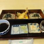 大村庵 - 料理写真:2色麺セット