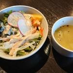 Trattoria Casa Mia - セットのサラダ、スープ。